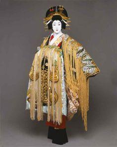 fringe-o-rama. love for madam Art Beat, Noh Theatre, Theater, Kabuki Costume, Kansai Yamamoto, Turning Japanese, Theatre Costumes, Special Dresses, Japanese Outfits