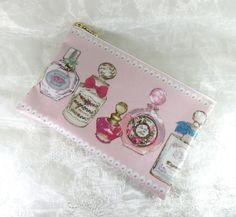 こちらは★まいぷー様*専用ページ★です一般の方のご購入はお控え下さいませ。☆ 18㎝ポーチPerfume * pink ☆色えんぴつで描かれた可愛い香水の... ハンドメイド、手作り、手仕事品の通販・販売・購入ならCreema。
