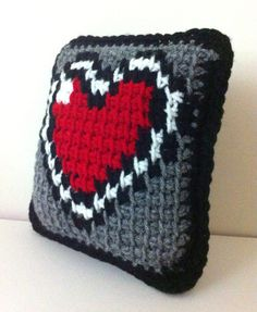 Legend of Zelda Piece of Heart Reversible Pillow - Tunisian Crochet via etsy Crochet Game, Cute Crochet, Crochet Crafts, Crochet Projects, Knit Crochet, Sewing Pillow Patterns, Knitting Patterns, Crochet Patterns, Crochet Cushions