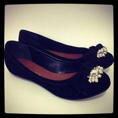Pretinha básica e linda. #koquini #sapatilhas #euquero