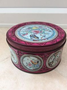 VINTAGE-ROWNTREE-MACKINTOSH-QUALITY-STREET-TIN-18TH-C-CHINESE-EGGSHELL-SAUCERS