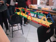 Desafio de construção de ponte entre cadeiras Diy, Chair, Furniture, Home Decor, Challenges, Chairs, Log Projects, Decoration Home, Bricolage