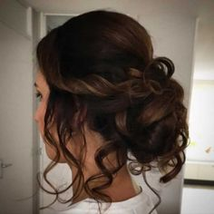 Gentle up medium size hair Legendary brighten lengthy hair Party Hairstyles, Weave Hairstyles, Ponytail Hairstyles, Medium Hair Styles, Curly Hair Styles, Natural Hair Styles, Gala Make Up, V Shaped Layered Hair, Half Long Hair