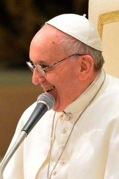 El Papa Francisco dice a los periodistas que quiere una iglesia pobre y para los pobres.