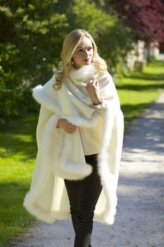 Kusi - Fur Trimmed Alpaca Cape from www.lacorine.co.uk