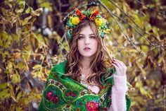"""Фантазийный осенний ободок с цветами листьями и ягодами """"Сентябрь"""""""