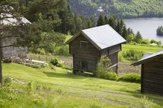 Den vesle gården i Norge / the small farm and a beautiful, grey granary in Norway - | Livs Lyst