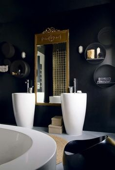 Black, White and Gold Interior Design - Hege in France Black And White Interior, Gold Interior, Black White, Black Luxury, Romantic Bathrooms, Beautiful Bathrooms, Diy Bathroom Decor, Bathroom Interior, White Bathroom