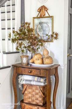 DIY Vintage Wreath Mirror For Fall DIY Vintage Wreath Mirror For Fall – Sincerely, Marie Designs fall decor (Visited 1 times, 1 visits today) Vintage Diy, Vintage Wreath, Vintage Home Decor, Rustic Decor, Farmhouse Decor, Vintage Picnic, Vintage Homes, Fall Entryway Decor, Fall Home Decor