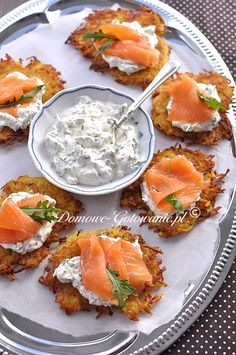 Knusprige Kartoffelpuffer mit Lachs Crunchy potato pancakes with salmon The post Crunchy potato pancakes with salmon appeared first on Appetizers. Healthy Food Recipes, Pizza Recipes, Appetizer Recipes, Diet Recipes, Chicken Recipes, Appetizers, Yummy Food, Snacks Recipes, Delicious Recipes