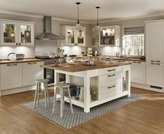 17 Great Kitchen Island Ideas Photos and Galleries Tags simple kitchen designs kitchen design for small space kitchen design pictures kitchen designs photo gallery kitch. Kitchen Design Gallery, Simple Kitchen Design, Kitchen Designs Photos, Kitchen Pictures, Country Kitchen Designs, Shaker Style Kitchens, Shaker Kitchen, Diy Kitchens, Warm Kitchen