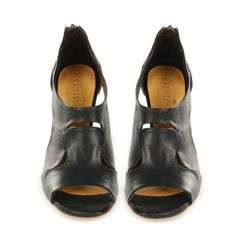 bran black sandals