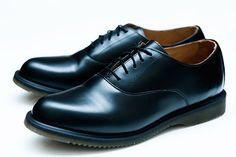 Out of all the new Dr. Martens releases we present what might actually be our personal favorite – the Holiday 2011 Bennett Oxfords. The low top leather shoe comes in black and burgundy colorways and uses the slimmer V14 outer sole. And that is exactly what we like about it. Much like with visvim, where …