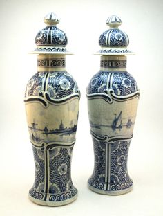 SUPERB PAIR ANTIQUE EARLY 20thC ROYAL DELFT DE PORCELEYNE FLES LIDDED VASES