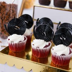 Cupcakes worthy of a paparazzi pic. Roll up string black licorice into a circle and place on top of cupcakes to resemble a filmstrip.
