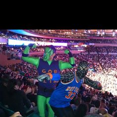 This is what real Americans wear to a Knicks game.