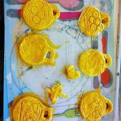 Olympische medailles maken van brooddeeg. Nu de gekleurde ringen nog. Work in progress bij BSO Zie Uit in Waddinxveen. #knutselen #bso #buitenschoolseopvang #kinderopvang #olympic #medailles #olympicgames #olympischespelen #Griekenland #crafts #crafting #craftwithkids