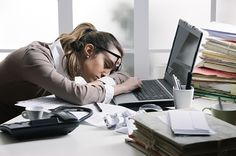 """Tematyka produktywności w pracy poruszona została w jednym z ostatnich artykułów. Jednak jest to cecha, która niezaprzeczalnie poprawia jakość każdej sfery życia codziennego, począwszy od ujarzmiania domowych obowiązków po organizację czasu wolnego. Jak twierdzi Rachel Gillett, reporterka Business Insider: """"Bycie produktywnym polega na pracy sprytniejszej, a nie cięższej, oraz na robieniu jak najwięcej każdego dnia. …"""