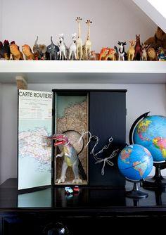little black cabinet styling by judithvanmourik | elledeco #DIY #animals
