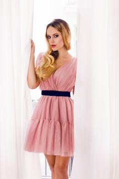 Piękna tiulowa sukienka w kolorze delikatnego brudnego różu. Sukienka posiada  zewnętrzny pasek. Idealnie nadaje się na wesele lub inne imprezy                                  okolicznościowe. Jest efektowna i elegancka.           Beautiful pink tulle dress. Beautiful, Dresses, Fashion, Vestidos, Moda, Fashion Styles, Dress, Fashion Illustrations, Gown