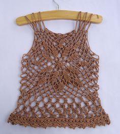 free pattern - Stitch of Love: Crochet Summer Top - Isn't this pretty? ❁•Teresa Restegui http://www.pinterest.com/teretegui/•❁