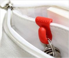 Small #purse clip helps managing #keys a super easy task. Won't waste time searching for keys now !