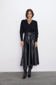 The Official Winter Zara Capsule Wardrobe: 7 Outfits You Can Wear All Season – Outfit Who What Wear, Jupe Short, Lined Denim Jacket, Leather Midi Skirt, Tan Dresses, Winter Fashion Outfits, Skirt Outfits, Capsule Wardrobe, Ideias Fashion