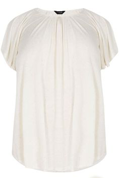 Shop bij Yours Clothing - SIZE UP Top met plooien - crème. Ontdek grote maten mode in maten 44 – 64. Plus Size Women, Up, Spring Summer, Woman, Clothes For Women, My Style, Mens Tops, T Shirt, Fashion