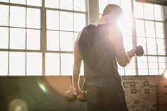 Confira as atividades simples e funcionais para desenvolver seus grupos musculares sem ir para a academia continue lendo em 10 Exercícios físicos que você pode fazer em casa
