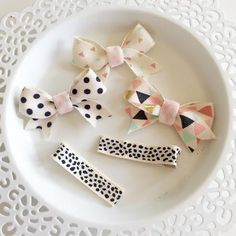 Play dates are more fun with bow and cute clips. This is a set of 3 ribbon bows and 2 ribbon covered alligator clips in geometrical and polka dot themed patterns. Grab a set for your little ones summer play days. THIS HAIR ACCESSORY IS MADE TO ORDER. THE CURRENT PROCESSING TIME 5-7 BUSINESS DAYS (M-F), PLUS SHIP TIME. ************************************************************ Caution: These hair accessories include small parts such as buttons, beads, gems, felt flowers and ribbon sewn or…