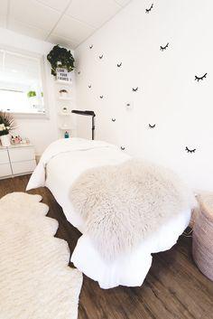 Savy + Sage — Gretchen Kamp - Pretty white clean modern feminine boho rustic sleek lash studio with table bed. Spa Room Decor, Beauty Room Decor, Room Wall Decor, Beauty Salon Decor Treatment Rooms, Spa Treatment Room, Home Beauty Salon, Beauty Bar, Esthetics Room, Facial Room