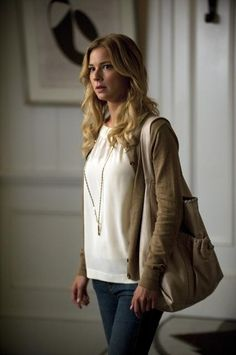 ABCs Revenge: Emily Thorne is my new fashion inspiration Emily Thorne, Serie Revenge, Revenge Tv, Revenge Fashion, Sharon Carter, Emily Vancamp, Casual Outfits, Cute Outfits, Fashion Tv