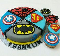 Torta decorada con fondant. Super Heroes. Por: Judith Tortas.