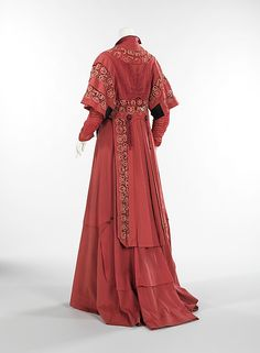 Ensemble (back view with coat)  -  American  -  c 1907