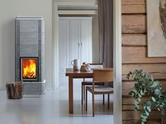 The design of Kelva S resembles the nostalgic barrel oven, just like Laivo S. The upper section of the fireplace narrows and is topped off with chiselled trimming. The rounded edges and protruding base soften the appearance of this masonry heater. Wood, Home Appliances, Home Decor, Stove, Fireplace, Wood Stove