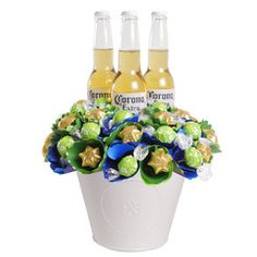 A delicious gift for men and women! with corona beer and lemon and lime coloured flares to bring it to life. Wine Gift Boxes, Wine Gift Baskets, Wine Gifts, Lindt Chocolate, Chocolate Bouquet, Chocolate Gifts, Corona Extra, Corona Beer, Birthday Candy
