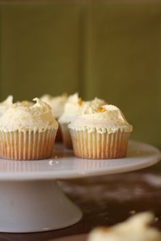 A recipe for lemon cupcakes from London's famous Hummingbird Bakery - high-altitude recipe also included!