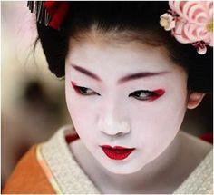 Get the Geisha Treatment With a Bird Poop Facial