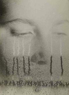 ELFRIEDE STEGEMEYER, UNTITLED (FACE AT WINDOW) 1935: just. amazing.