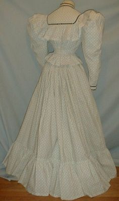 1895 Summer Dress, i love the design and i love the color