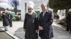 Scottish Member of Parliament MP Angus Robertson met with Ahmadiyya Leader in London