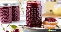 Sokan félnek a lekvárok és dzsemek befőzésétől, pedig a nyár legfinomabb ízeit nem csak nagymamáink tudják tökéletesen elkészíteni, mi magunk is képesek vagyunk rá! (x) Chutney, Pesto, Raspberry, Mason Jars, Recipies, Pudding, Sweets, Fruit, Desserts