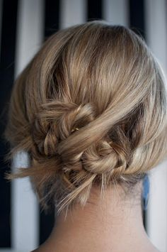 Hair Romance: Great Blog With DIY Updos And Other Hair Styles
