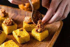 Vegan Appetizers to Feed a Crowd - Polenta Squares with Sun-Dried Tomato and Walnut Tapenade Vegan Apps, Vegan Foods, Vegan Snacks, Vegan Dishes, Vegan Treats, Yummy Snacks, Vegan Appetizers, Appetizer Recipes, Polenta Appetizer