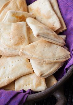 A traditional Chilean Bread Dobladas or Dobladitas, folded circles of Empanada dough. Cookie Recipes, Snack Recipes, Snacks, Chilean Recipes, Chilean Food, Salty Foods, Pan Dulce, Food Bowl, 30 Minute Meals