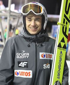 Kamil Stoch wygrywa kwalifikacje w Lillehammer Lillehammer, Ski Jumping, Olympians, Dream Big, Motorcycle Jacket, Skiing, Jumper, Vogue, Sporty