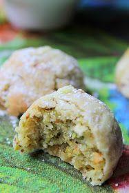 Die Plätzchen sind köstlich, schmelzen wunderbar im Mund. Ich kann wohl sie als Lokum beschreiben, so leicht und luftig und ja süß! Pistaz...