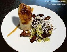 Ya sabemos que de la cocina en miniatura surgen grandes platos, la alta cocina o la cocina creativa nos hacen disfrutar también en la degustación de pinchos y tapas, como lo puede hacer esta receta de Suprema de pollo de caserío caramelizada, rellena de Reineta con ensalada crujiente creada por Guillermo Rodríguez, chef de De Pintxos Gastrobar (Almansa). Este pincho es otro de los galardonados de este joven chef, concretamente ganó el Campeonato de Guipúzcoa de Pintxos en el año 2001.La…