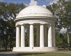 "What Is a Doric Column?: Twelve marble Doric columns of the World War I Memorial, 1931, in Washington, DC (<a href=""http://0.tqn.com/d/architecture/1/0/G/_/1/WWIdc-doric.jpg"">larger image</a>)"