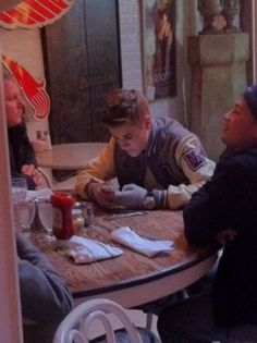 I ate at the same restraunt as him!!!!!! we were so close to being at the same table!!!!!